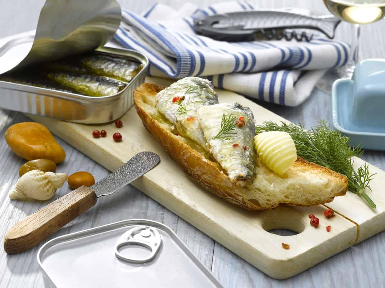 Tartines de sardines en conserve