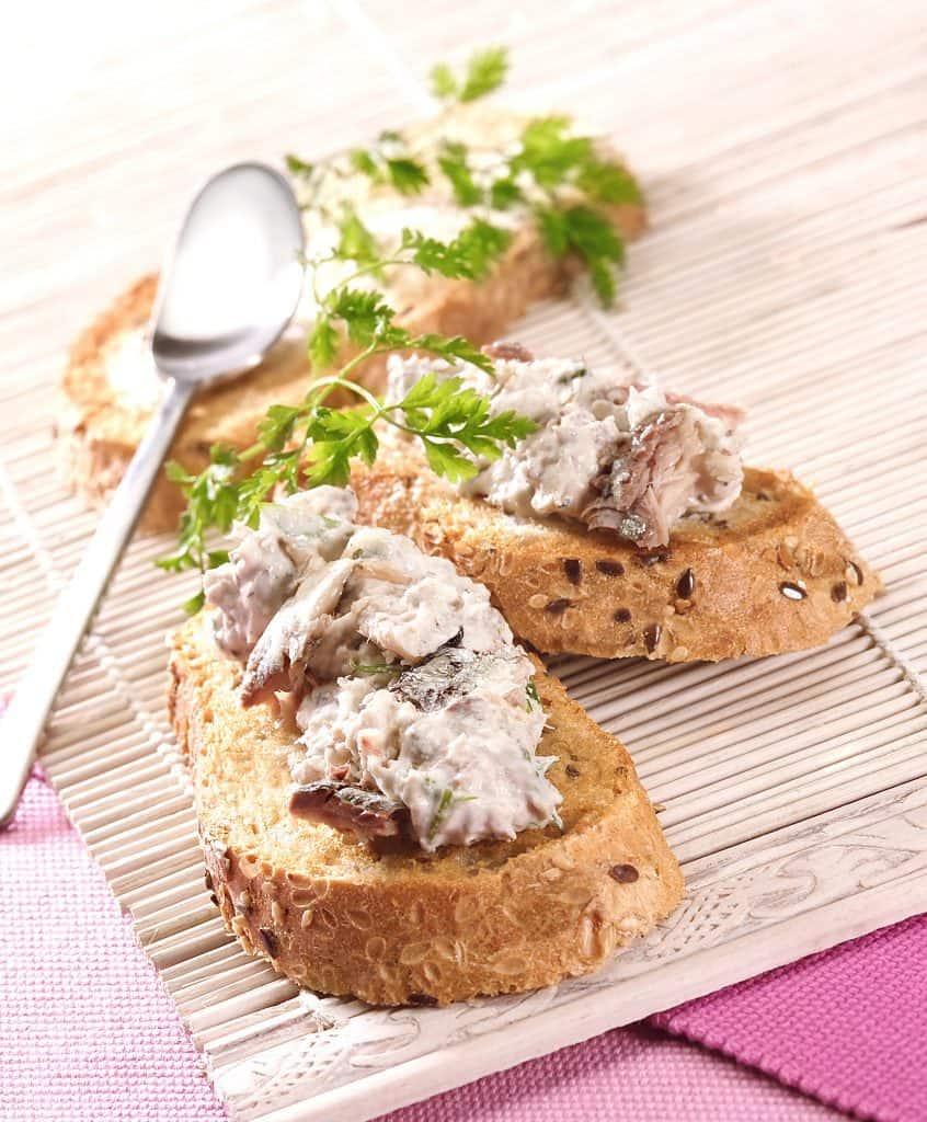 Toasts de rillettes de filets de sardines citron basilic en conserve - Saupiquet